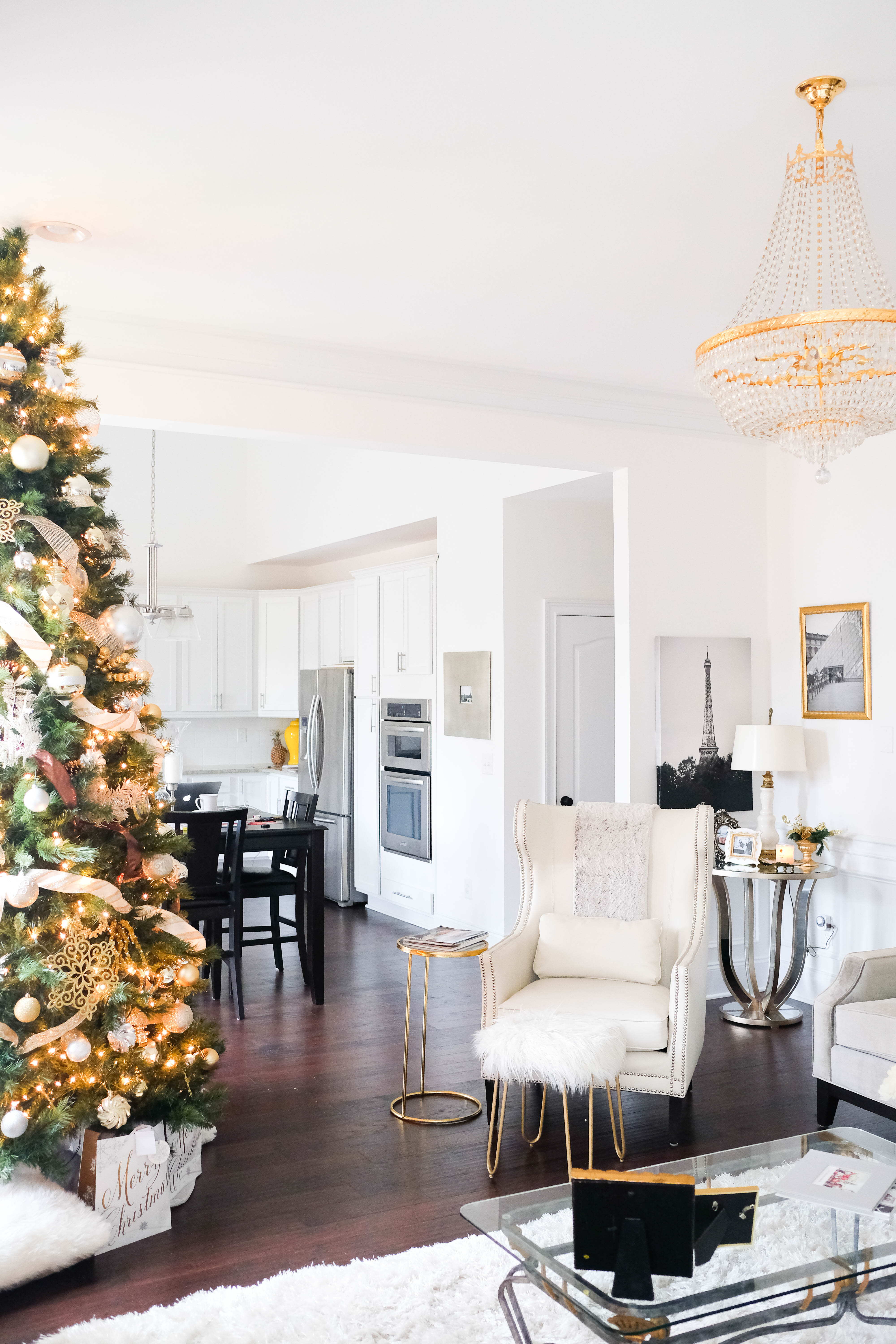 Christmas tree with silver gold ornaments glamourandglue for Silver ornaments for living room